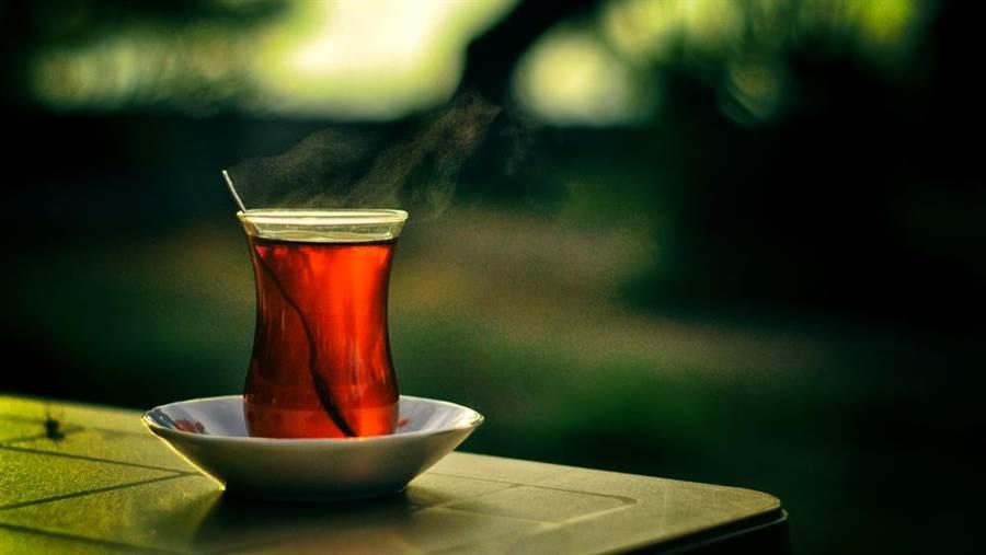 不含咖啡因的麥茶不影響睡眠,補充水份又不水腫。(圖/達志影像)