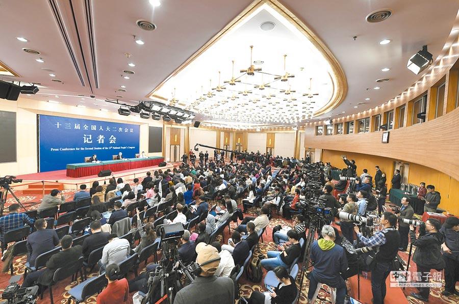 大陸國務院扶貧開發領導小組辦公室7日舉行記者會。(新華社)