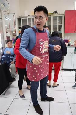 江啟臣穿圍裙「江哥上菜」 鼓勵男性分工家務