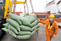 陸出手買美大豆 首批至少50萬噸