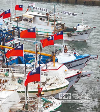 集結200艘 前進八重山以南海域 漁權見日轉舵 逼漁民出海護漁