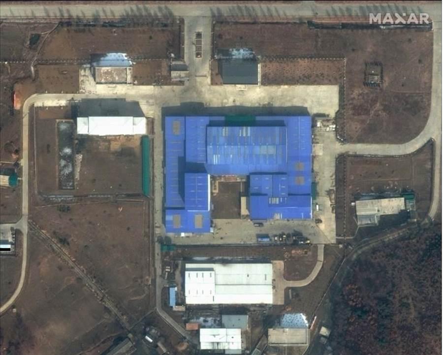 據衛星影像顯示,平壤郊區沙門洞飛彈研究設施出現活動,北韓可能正在準備在不遠的未來發射一枚飛彈或火箭。圖為衛星拍攝的沙門洞飛彈研究設施。(美聯社)