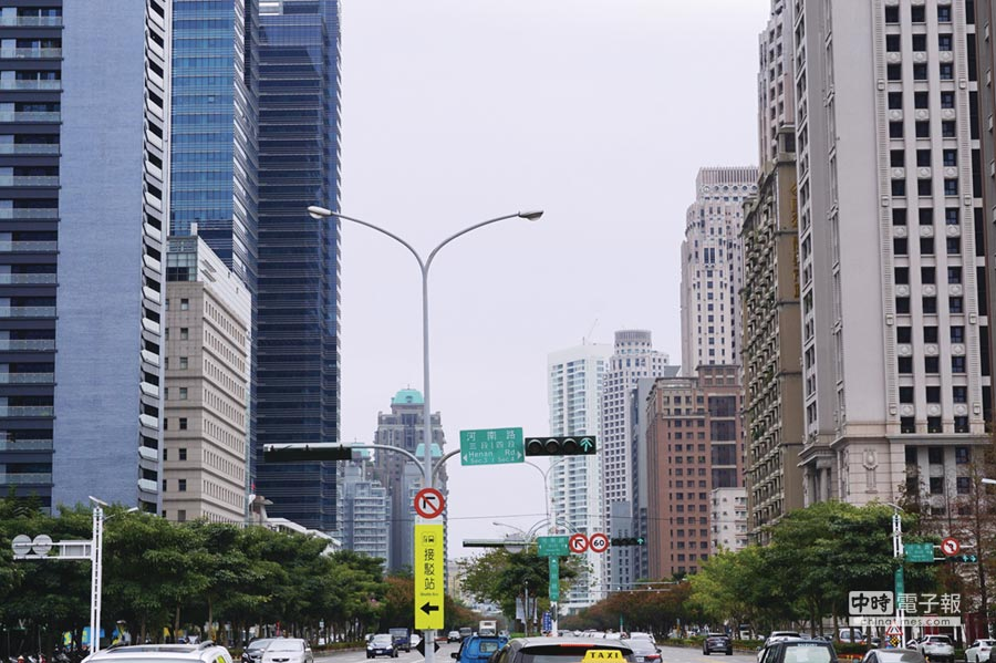 台中七期市政路兩邊聚集了一線豪宅品牌建案。圖/曾麗芳