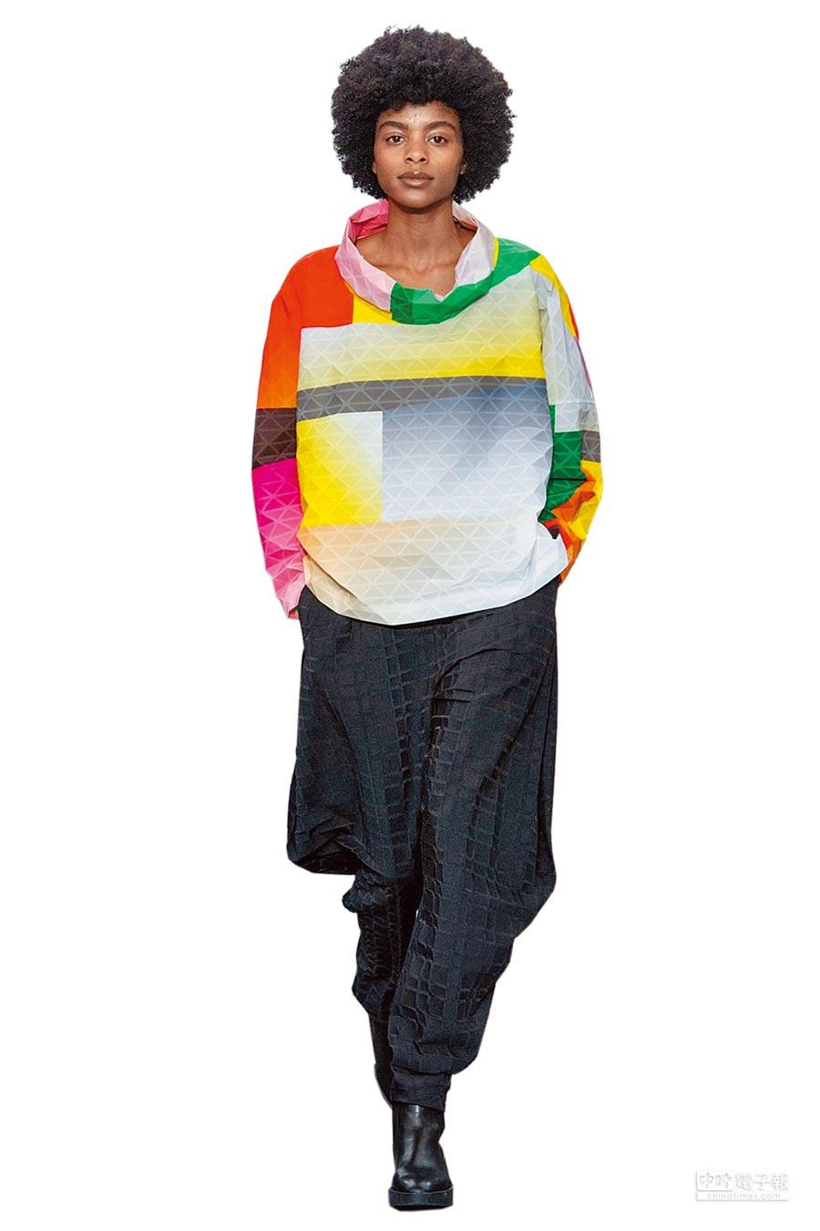 ISSEY MIYAKE利用「BLINK」布料,打造如萬花筒般的凹凸新視覺。(ISSEY MIYAKE提供)
