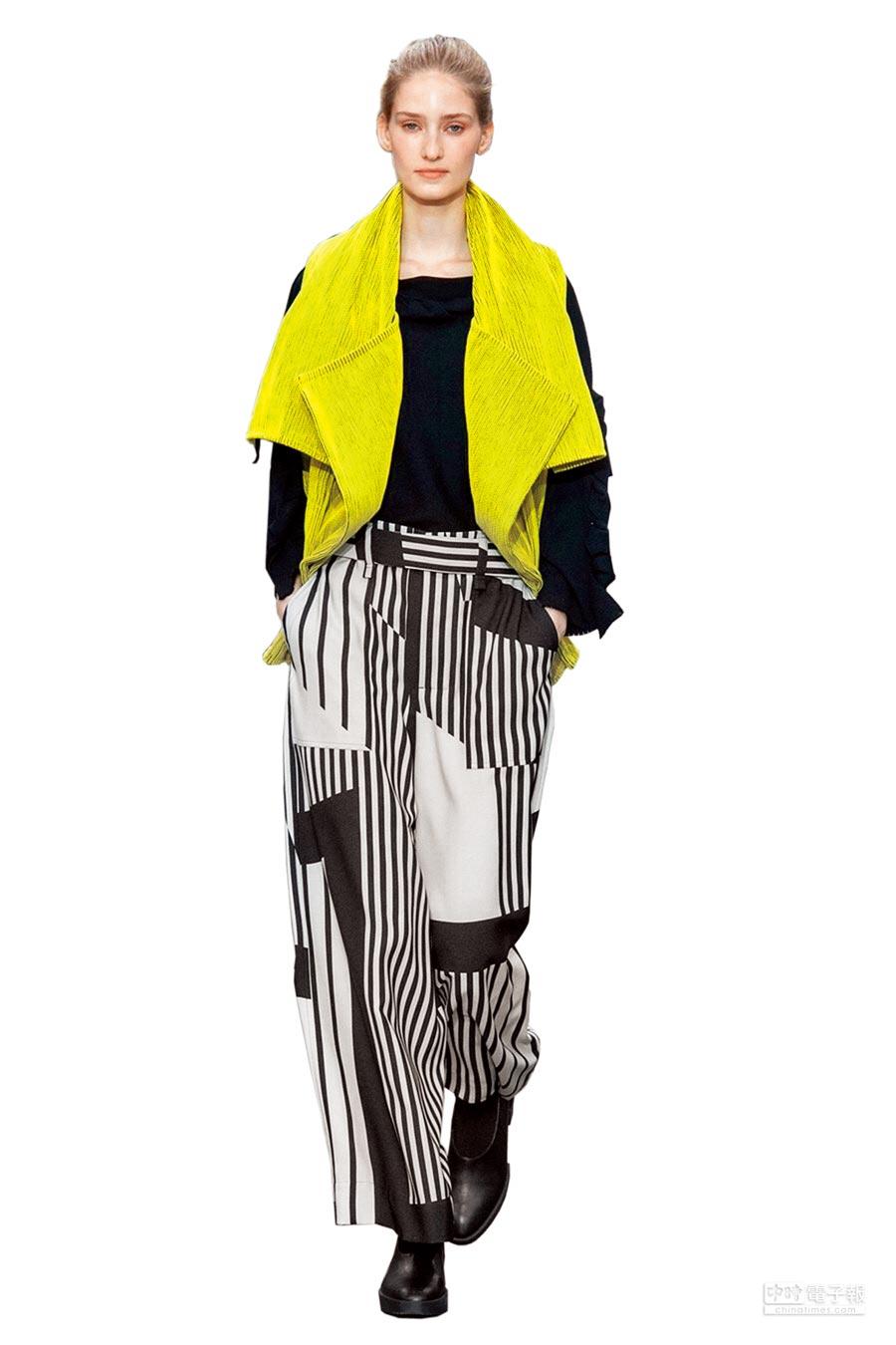 ISSEY MIYAKE的布料「DOUGH DOUGH」打造出翻領開放式夾克。(ISSEY MIYAKE提供)