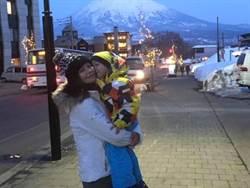 徐若瑄3歲兒第一次滑雪就上手!鋼鐵V憂「被全家拋棄」