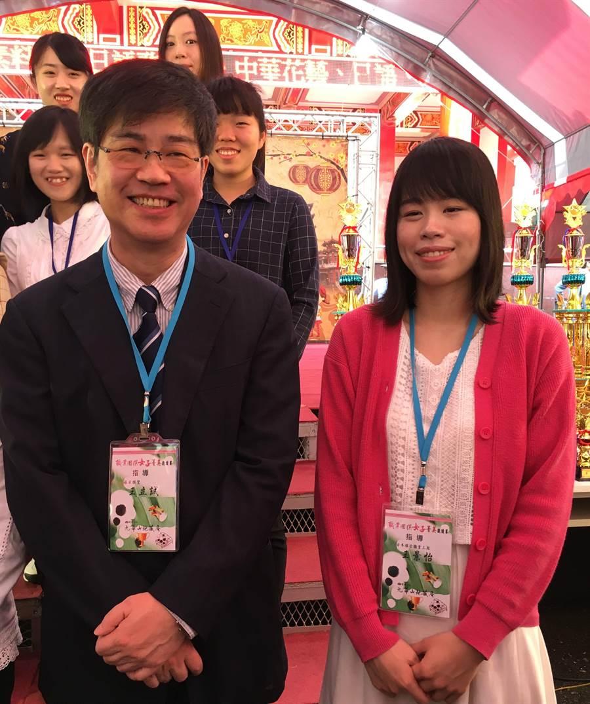 旅日「棋聖」王立誠(左)帶女兒王景怡返台,為九華山地藏王盃全國圍棋賽下指導棋。(廖素慧攝)