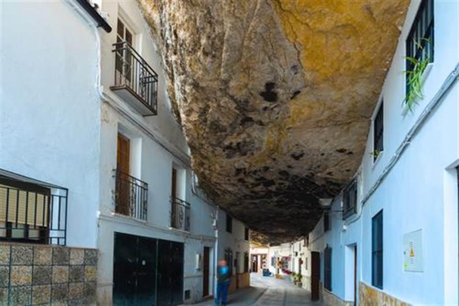 房屋建造因為岩石而特殊(圖片取自/達志影像)