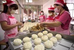 鮮乳揉麵團做菜包 柳營田媽媽「好食包」吃好包