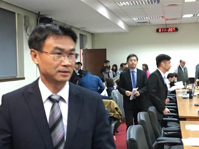 農委會主委陳吉仲今(11)日表示,台灣有很多具有特色的瀕臨絕種動物更需要去關心。(游昇俯攝)