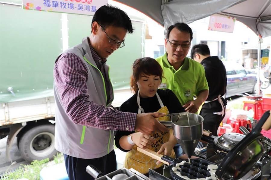 陳吉仲逛農產市集親手下廚了幾樣小吃 重申「要讓農民賺錢」。(圖/取自陳吉仲FB)