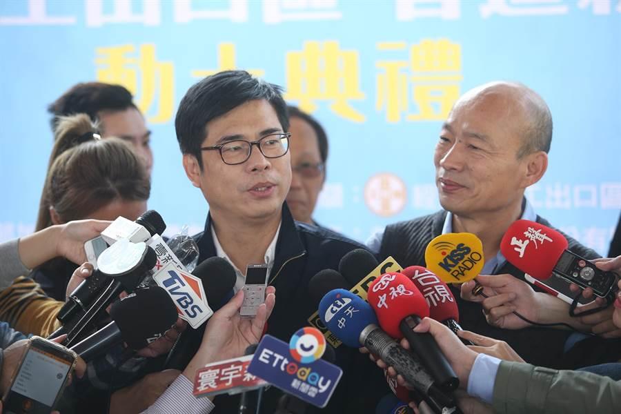 行政院副院長陳其邁(左)今天與高雄市長韓國瑜(右)選後首度同框,互動備受矚目。(柯宗緯攝)