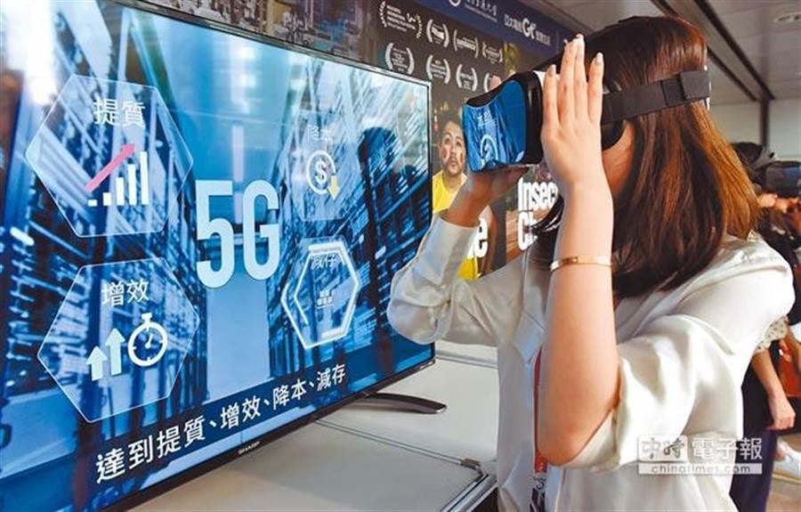 5G起跑,今年最值得注意的機會,未必只有5G手機,網路和軟體業跨界競爭,搶奪電信業主導權,將是台灣網通和伺服器產業的機會。(中時資料照)