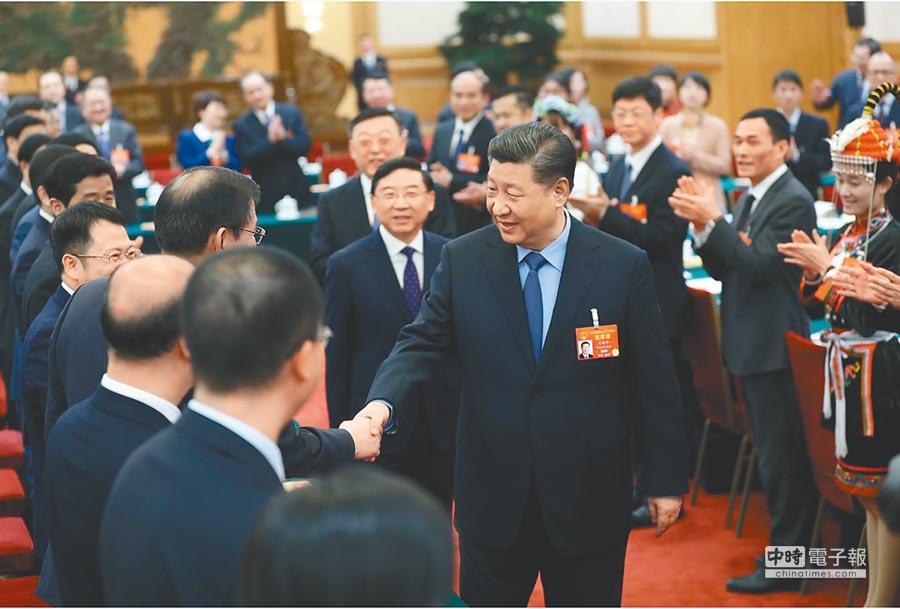 10日下午,中共中央總書記習近平參加十三屆全國人大二次會議福建代表團審議。(取自央視網)