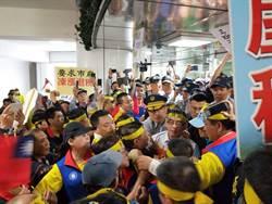 抗議南巿房屋税未凍漲 房衫軍與警方推擠