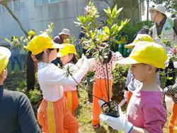 植樹節好樂活!大小朋友種樹打造萬金杜鵑鄉