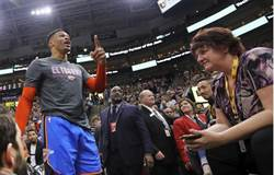 NBA》韋斯布魯克遭種族歧視 但怒罵球迷仍挨罰