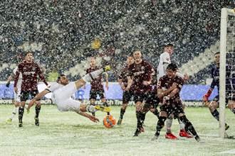 影》德足打雪仗衰到他 超大空門卻踢不進