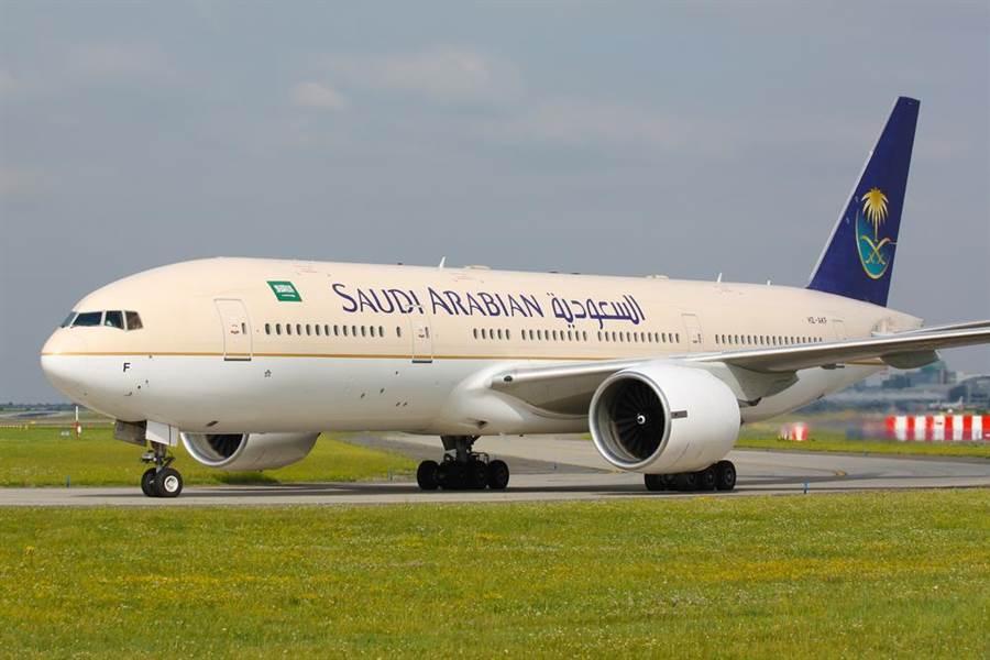 周末沙烏地阿拉伯航空編號SV832班機起飛後臨時折返,原因是一位媽媽乘客忘記把寶寶帶上機。(示意圖/shutterstock)