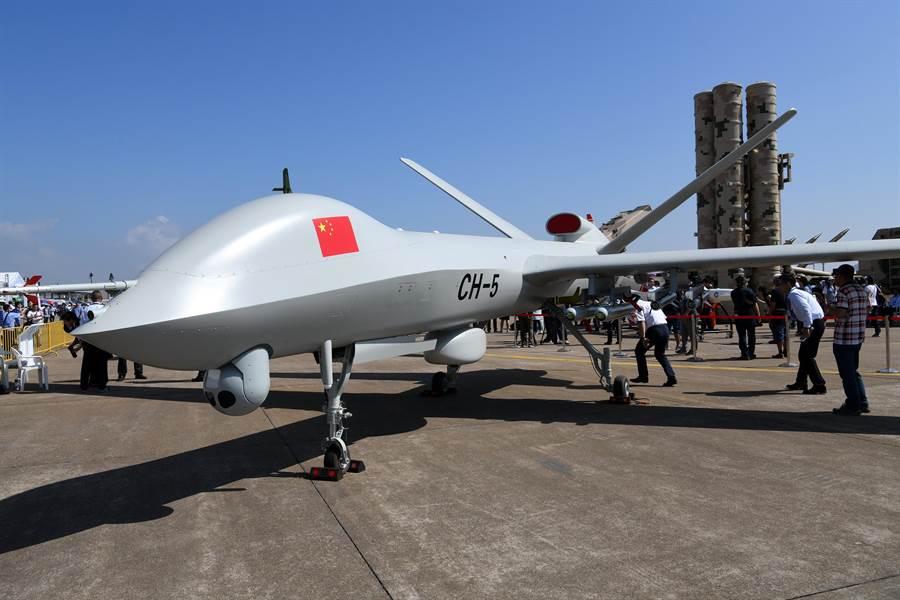 2018年11月在珠海航展亮相的彩虹-5無人機。(新華社)