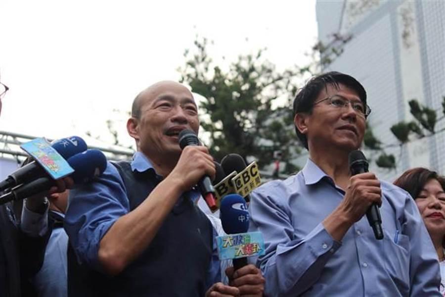 台南市第二选区立委补选白热化,9日谢龙介与韩国瑜再次「瑜龙合体」,人气强强滚。(庄曜聪摄)