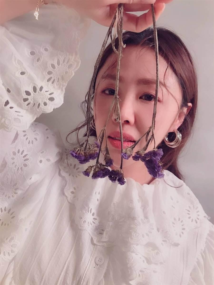 常給人強勢印象的李婉鈺,改造後竟變身清新少女。(照片/游定剛 拍攝)
