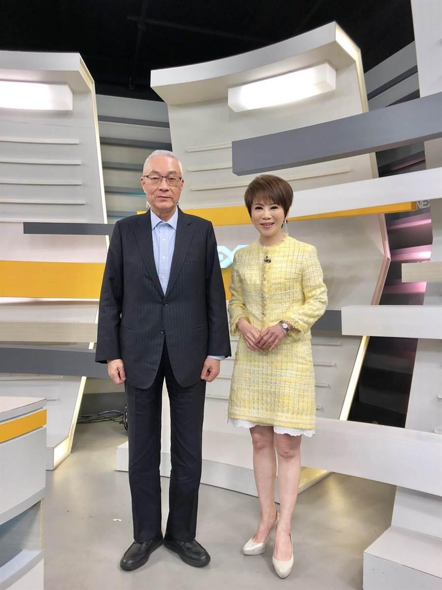 吳敦義接受《十點上新聞》主持人陳雅琳專訪。(圖片提供/年代)