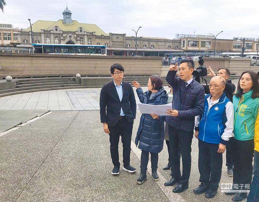 新竹市長林智堅(中)表示,「站前下沉式廣場步行空間」改造工程,將為民眾營造更舒適的公園式廣場。(陳育賢攝)