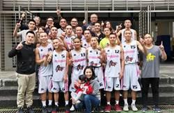 籃球》南澳高中挺進乙級8強 安古教練樂剃頭