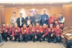 市民捐消防車、救護設備 獲表揚