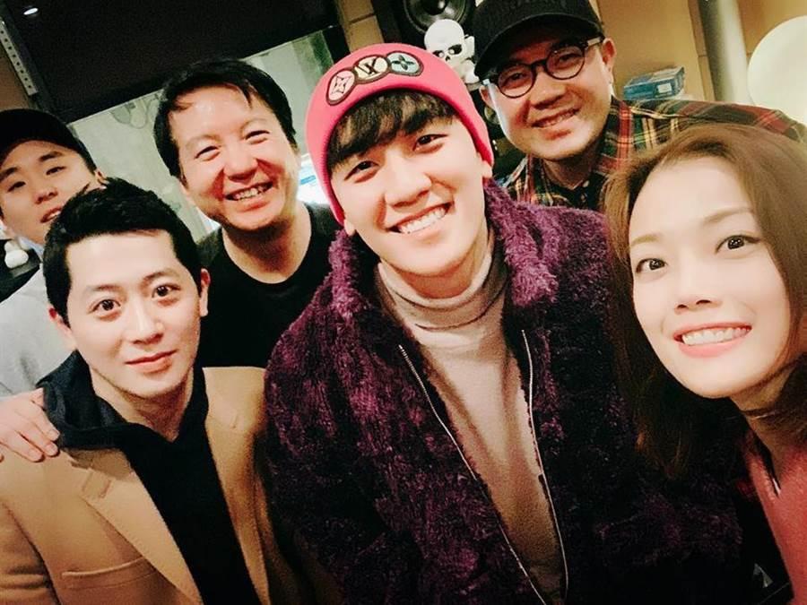 容祖兒赴韓國首爾錄音及拍攝音樂錄影帶,沒想到勝利被抓退出演藝圈,該首歌也將重新製作。(圖/翻攝自容祖兒臉書)