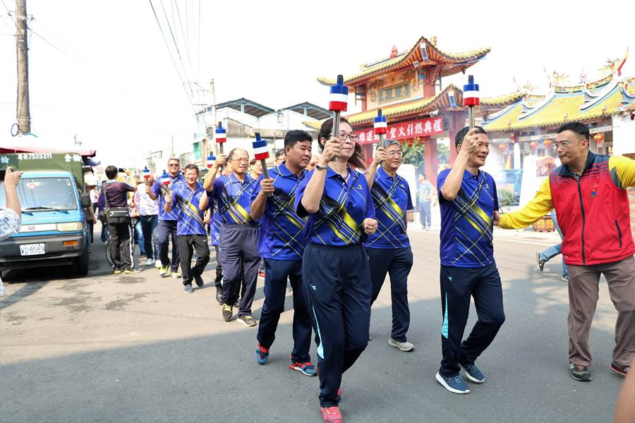 素有「大武山下小奧運」之稱的六堆運動會,13日上午特於竹田鄉六堆忠義祠舉行第54屆六堆運動會母火點燃暨聖火引燃典禮。(謝佳潾攝)