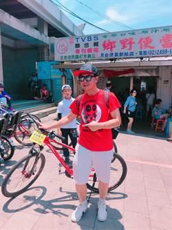 錢小豪4月帶兒子來台環島做公益