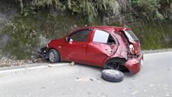 泰安山區凌空飛來巨石砸車 1人受傷送醫
