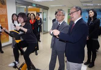 龍華科大僑生近200人 僑務委員會參觀學校稱讚