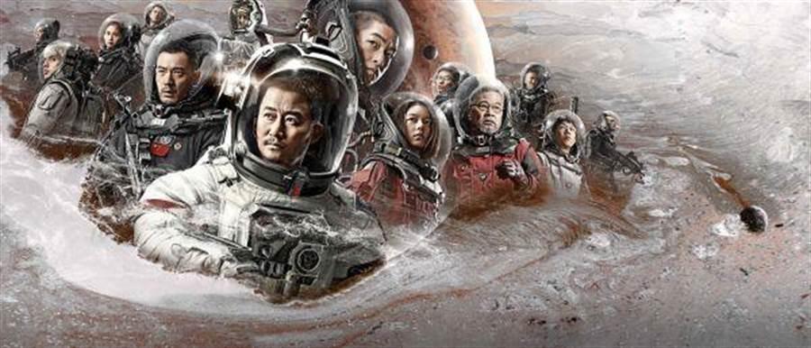 大陸官媒大力推薦的3D科幻電影《流浪地球》宣傳海報。(圖/網路)