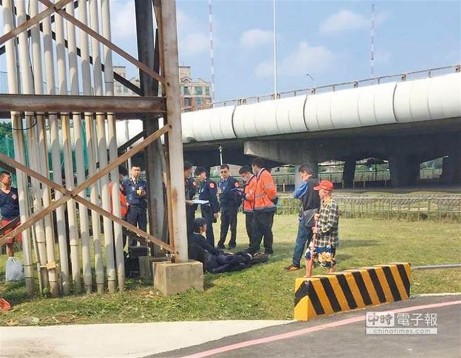 百齡橋旁溝渠女大生溺斃,檢警相驗遺體發現死者無外傷,研判生前落水。(報系資料照)