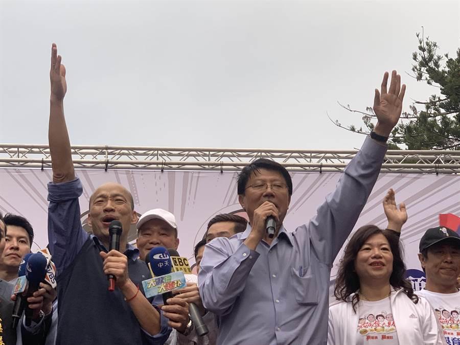 台南立委补选进入倒数,高雄市长韩国瑜将3度合体谢龙介,发挥「韩流」效应,为选战做最后衝刺。(庄曜聪摄)