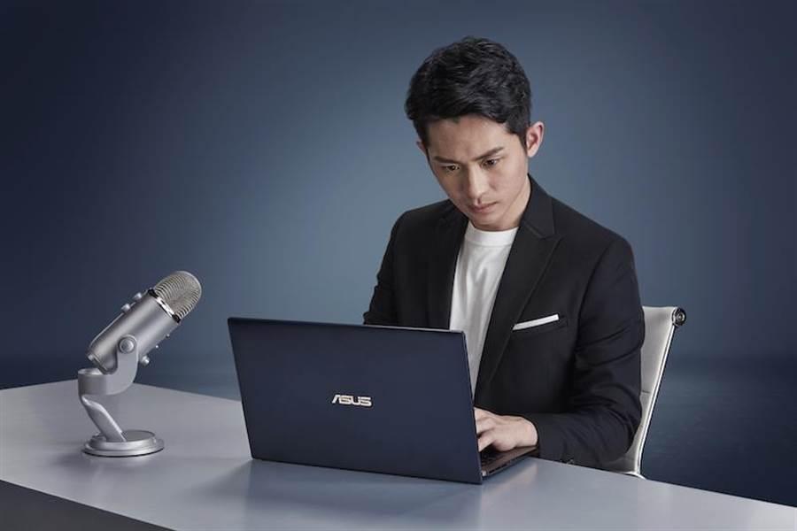 學霸主持人曾博恩擔任ASUS ZenBook推薦大使,分享人生理念、堅持夢想的過程,系列影片預計3月21日起首播。(圖/華碩提供)