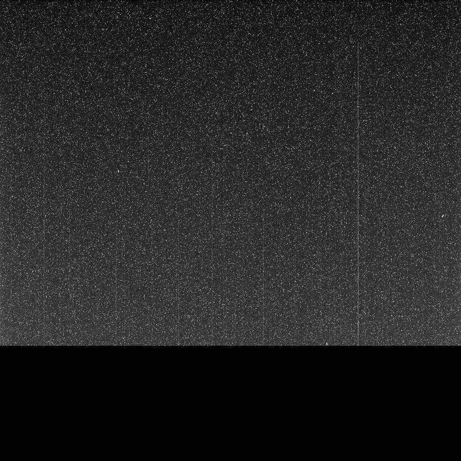 去年6月沙塵暴席捲火星,這是機會號於6月10日拍攝到的畫面,天空一片黑,而這天之後機會號就與地球失去聯繫。(圖/NASA)
