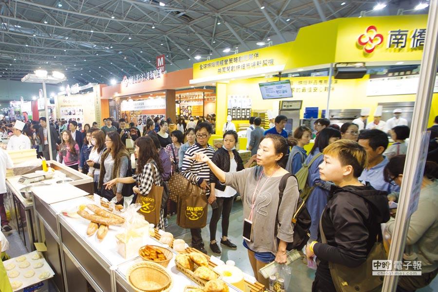 盛況空前 今年烘焙展規模再創新高,總攤位數達1,800個,其中以南僑105攤、統一50攤最大。圖為2017烘焙展情況。圖/本報資料照片