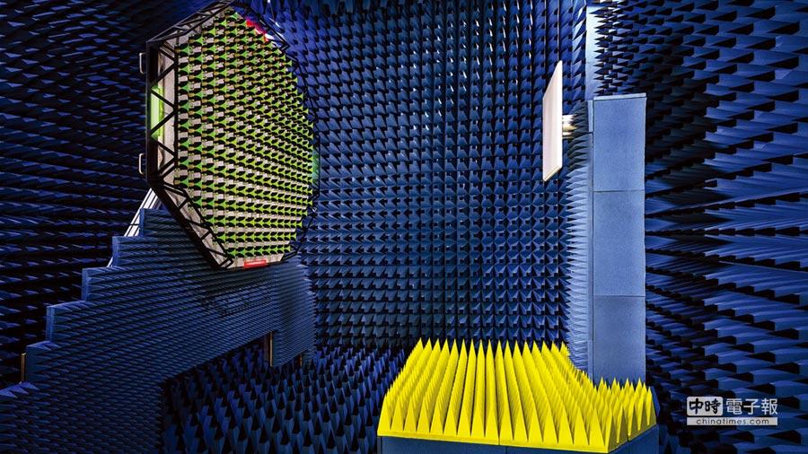 羅德史瓦茲推出5G毫米波基地台訊號分析和產生方案以及創新的OTA測試方案,這是全球第一個可在短距離對5G天線陣列進行遠場特性測試的解決方案。圖/業者提供
