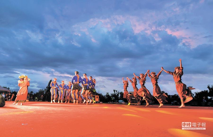 台東高商原住民舞蹈團,10年來連續獲得全國學生舞蹈比賽團體組乙組特優。(莊哲權攝)