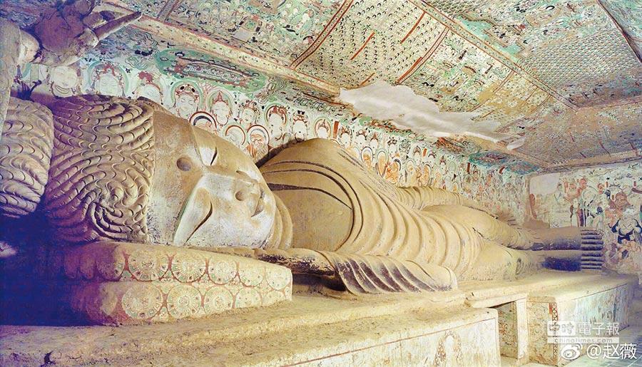 莫高窟涅槃窟的睡佛。(取自微博@趙薇)