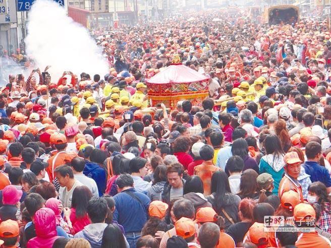 白沙屯媽祖信徒眾多,每次進香都人山海海 (圖/本報資料照)