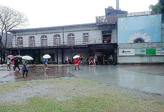 今(15日)受東北季風影響,北部及東北部天氣濕涼有雨。(林宜靜 攝)