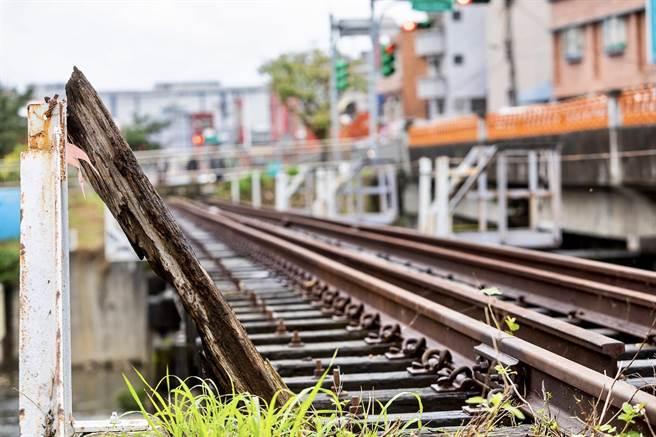 昔日的載客運煤鐵道成為都市中具有質感及美感的休閒綠帶。(甘嘉雯攝)