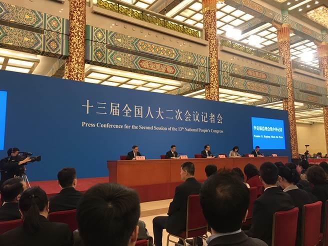 大陸總理李克強表示,港澳台投資將比照外商法。記者張國威攝