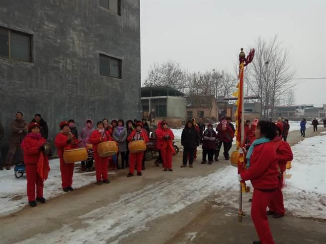 河南西村歡迎調研隊儀式。(作者提供)