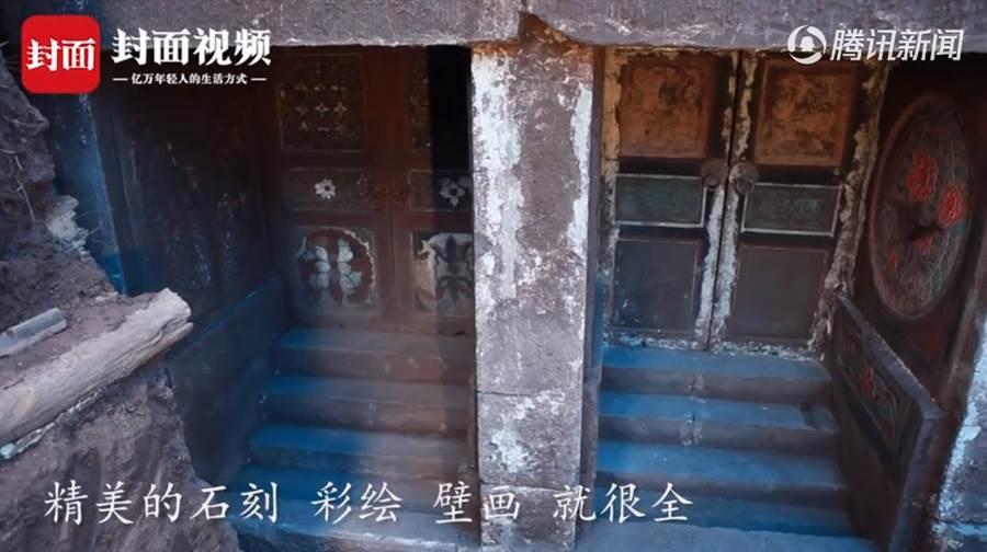 墓室的神龕製作精美,且壁上的山門雕刻精細(圖翻攝自/看看新聞)
